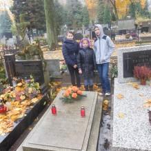 Porządkowanie grobu Jana Tymoteusza Brauna